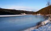 Bilde av skøyteis på Setningssjøen. Foto Hans Sollid
