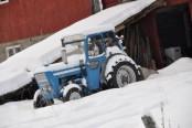 Bilde av traktor i vinterdvale. Foto Jo Øvergaard