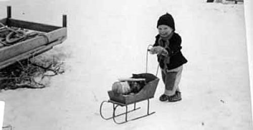 Bilde av Jo som vedkjører(web)Foto Kari M Øvergaard 1957