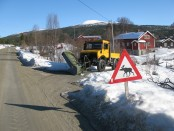 Bilde av off season med skilt og snøplog. Foto Hans Sollid
