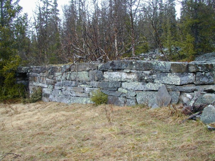 Fjøsmuren på Eggsetra. Foto Hans Solliden1