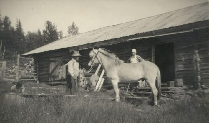 1939. Einar og Kari Eggen. Foto utlånt av Dagny Røstum Voll