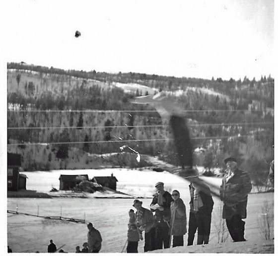 Bilde av hopprenn;Enden Per Ole Næsset i svevet