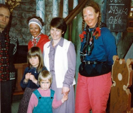 Bilde av fam. Røstum og de kongelige 6.4.1984. Foto utlånt av Dagny Røstum Voll