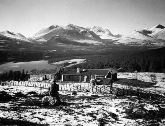 Bilde av S-Moensetra- Sjøisetra1937foto Tjodolv Trønnes