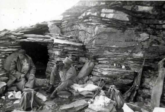 Bilde av rensjegerne Olav Brænd t.v. og Magna Vågan på toppen av Storvola. Bildet utlånt av Ulf Helgesen