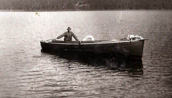 Stakstobåten på Atnasjøen. Skipper Sigurd Svendsen. Foto utlånt av Odd Kjølhamar