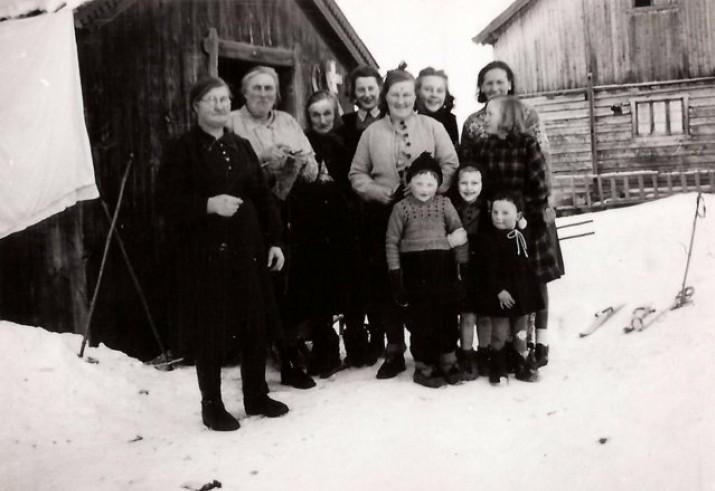 Foto av symøte i Finstadgrenda. Foto utlånt av Borghild Wulvik