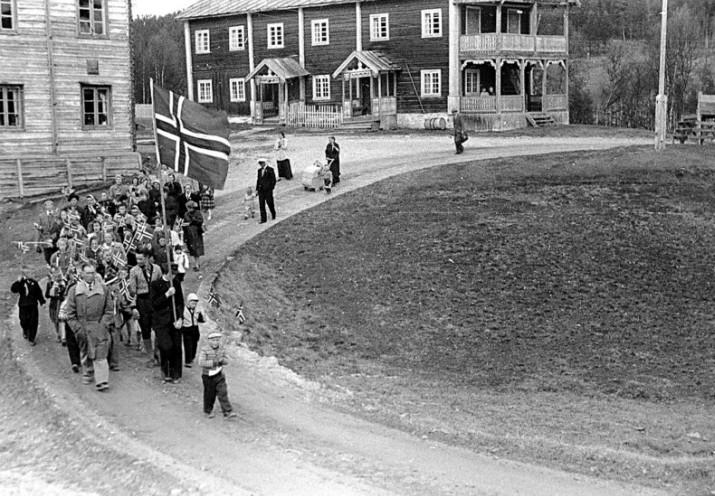 17.mai foto Rolf Øvergaard
