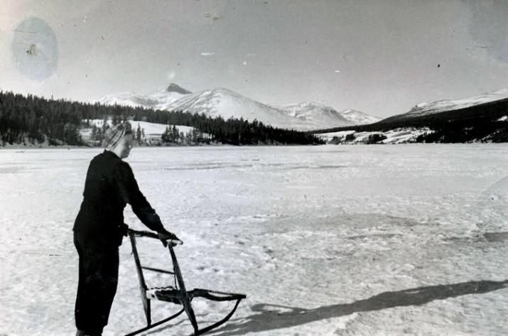 Marie Moen på Atnsjøen 1947 foto Kari Moen (Øvergaard)