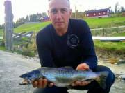 Fiskebett i flomstor elv