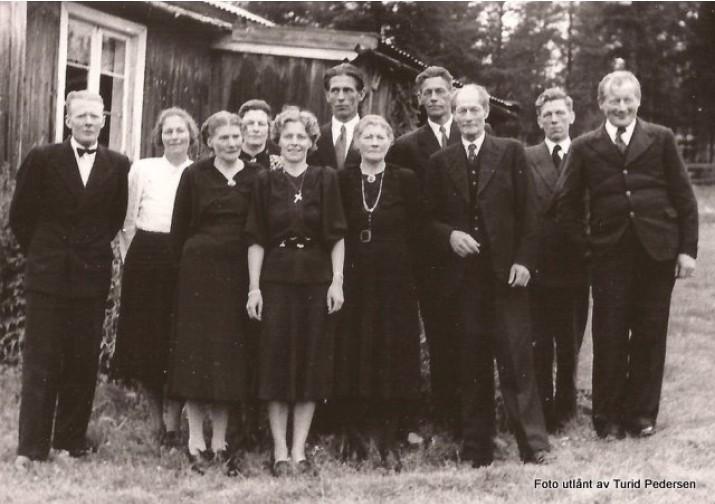 Bilde fra en begravelse på Midt-Nesset. Foto utlånt av Turid Pedersen