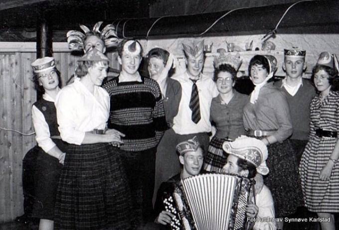 Bilde fra nyttårsfeiring på Vestre Vuluvollen i 1960 Foto utlånt av Synnøve Karlstad