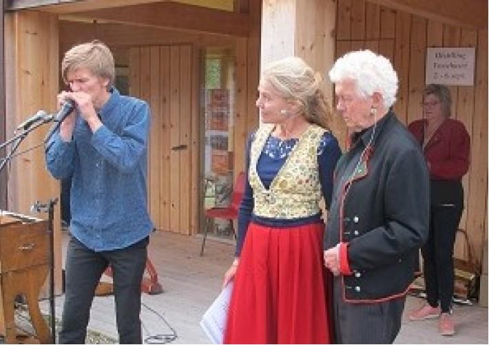 Alf Hulbækmo spiller fir Beate og Tol (2)