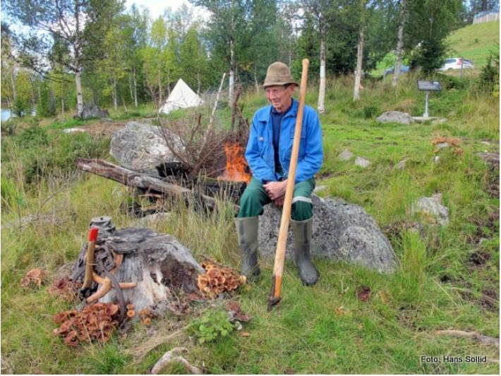 Helge Lien - 95 år - med på utislåinga av tømmeret
