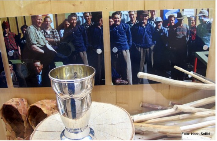 Pokal tildelt Knut Amundsen Lien for 50 års sammenhengende fløting