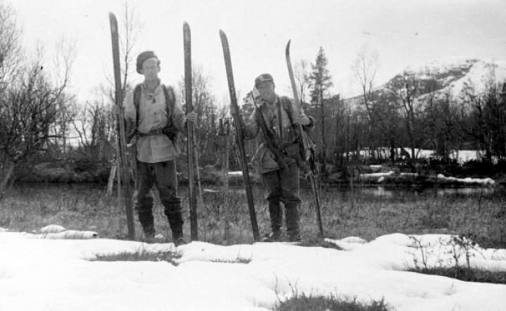 45 0508 Oddvar Doubloug og Rolf passerer Stor-Gryt