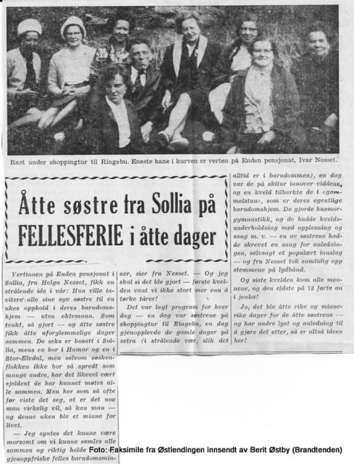 Helga Nesset med søstre  og tekst- bw