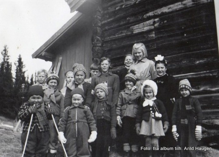 Etter en skidag i klokkerstua ca.1955