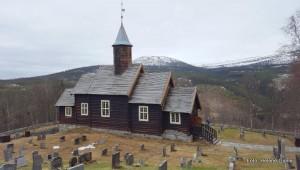 21 0517 snøflekker på kirkegarden