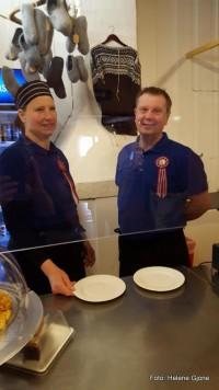 21 0517 vertskapet på Atnasjø Kafe